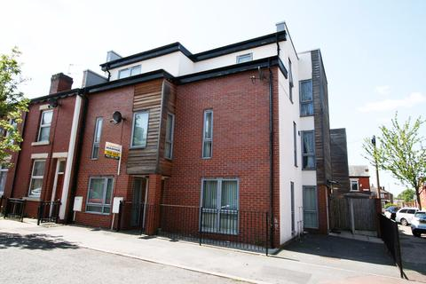 4 bedroom terraced house to rent - Patey Street, Manchester,  M12