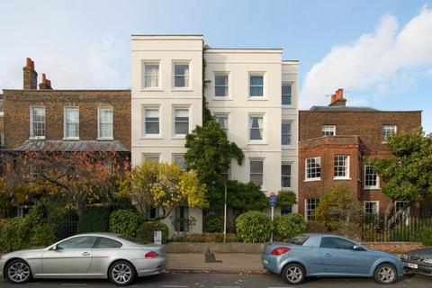 2 bedroom flat for sale - Kew Green, Richmond
