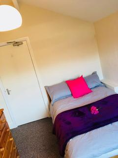 1 bedroom house share to rent - Room 1, george road