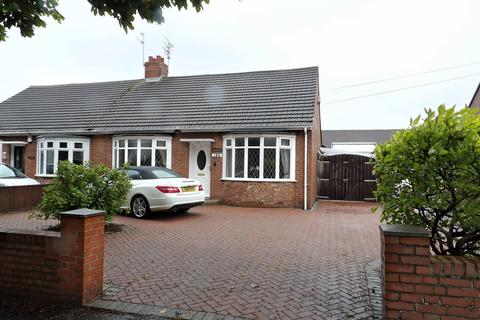3 bedroom bungalow for sale - Temple Park Road, South Shields, Tyne and Wear, NE34 0EW