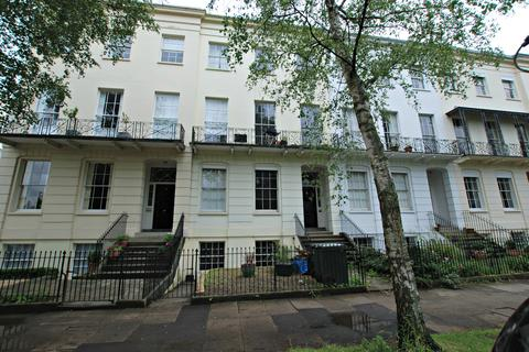 2 bedroom flat to rent - 1,47 Clarance square