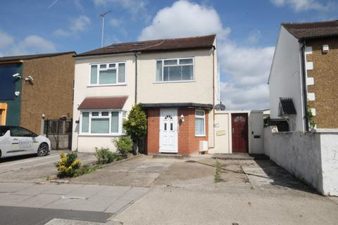 3 bedroom semi-detached house for sale - Staines Road, TW4