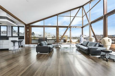 3 bedroom flat for sale - The Triangle, Three Oak Lane, London