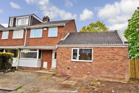 4 bedroom semi-detached house to rent - Campion Avenue, Hull