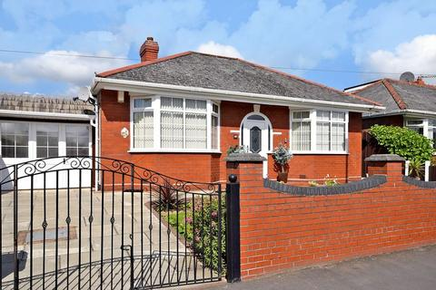 2 bedroom detached bungalow for sale - Barrows Green Lane, Widnes
