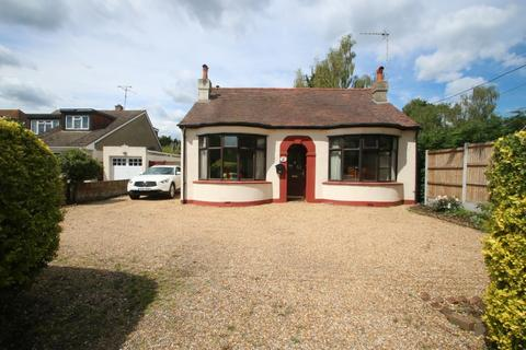 2 bedroom detached bungalow for sale - Main Road, Hawkwell