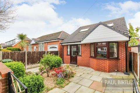 2 bedroom detached bungalow for sale - Trevor Road, Flixton, Manchester