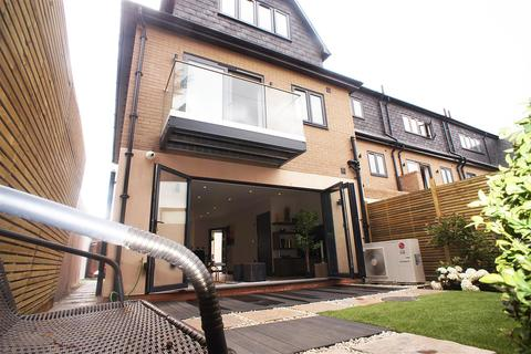 4 bedroom semi-detached house for sale - LINCOLN ROAD, ENFIELD TOWN, EN1