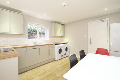 4 bedroom terraced house to rent - Cowley Road, Oxford