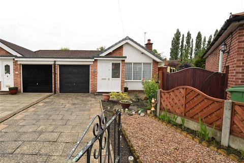 2 bedroom bungalow for sale - Thorne Avenue, Urmston, Manchester, M41