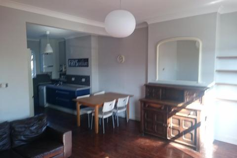 3 bedroom flat to rent - Boston Road, Hanwell, W7