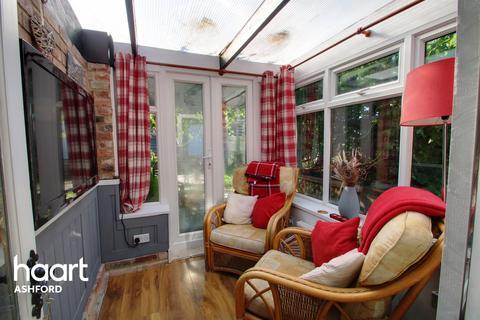 3 bedroom semi-detached house for sale - Kingsnorth Road, Ashford