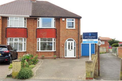 3 bedroom semi-detached house for sale - Windsor Drive, Solihull, West Midlands, B92