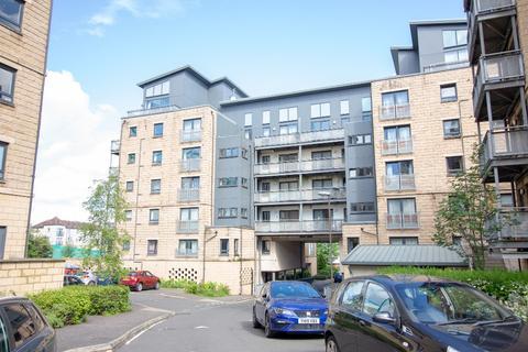 3 bedroom flat to rent - Hawkhill Close, Easter Road, Edinburgh, EH7 6AL