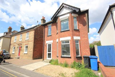3 bedroom detached house to rent - Gladstone Road, Poole