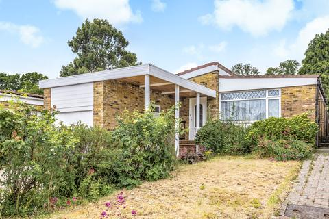 2 bedroom bungalow for sale - Winston Close, Harrow, Middlesex, HA3