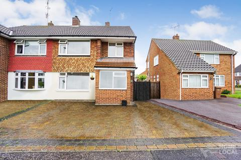 3 bedroom semi-detached house for sale - Ravensbourne Drive, Chelmsford, Essex, CM1
