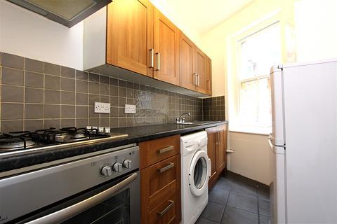 3 bedroom flat - Green Lanes, Palmers Green, LONDON, N13