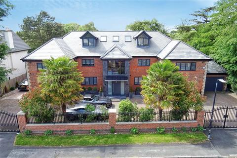 6 bedroom detached house for sale - Eyebrook Road, Bowdon, WA14
