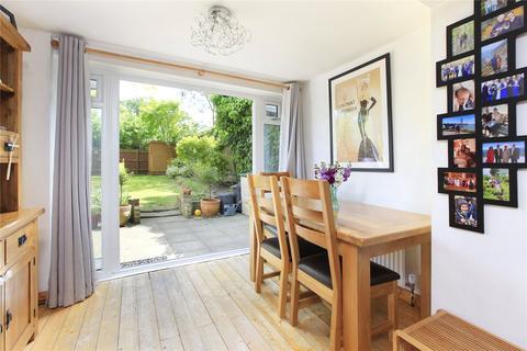 2 bedroom flat for sale - Culverden Road, Balham, London, SW12