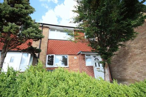 3 bedroom terraced house for sale - 3 beds close to Airport and Luton Parkway station.