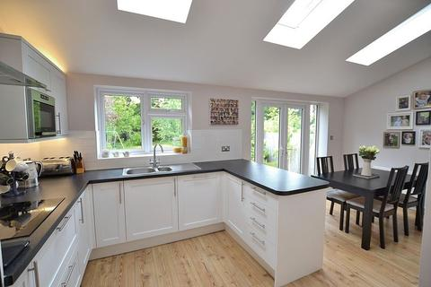 4 bedroom semi-detached house for sale - Alexandra Crescent, Bromley