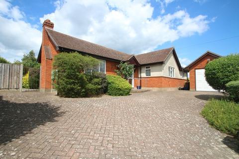 2 bedroom detached bungalow for sale - Belchamps Way, Hockley