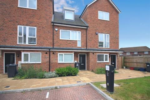 3 bedroom terraced house for sale - Hunting Place, Heston, TW5
