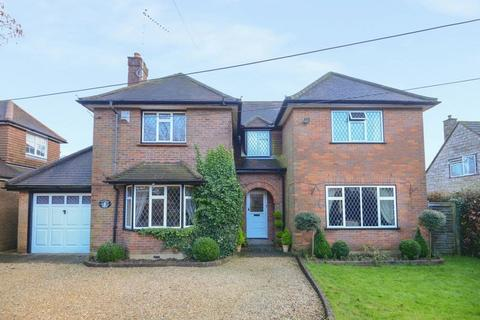 5 bedroom detached house to rent - Naphill