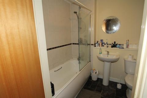 3 bedroom apartment to rent - Central Court, Melville Street, Salford, M3 6DH