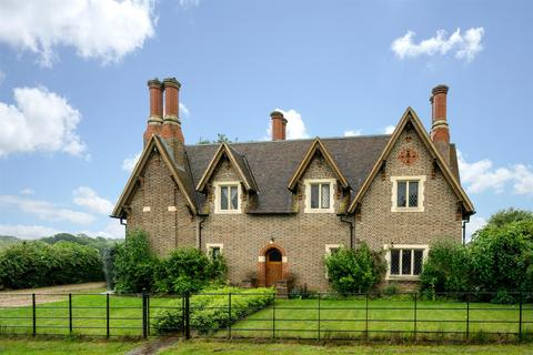 4 bedroom semi-detached house to rent - Ringshall, Berkhamsted