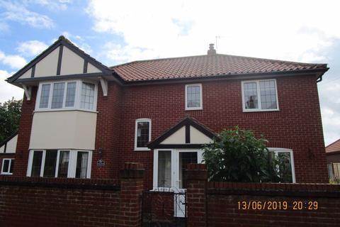 4 bedroom detached house to rent - West Runton