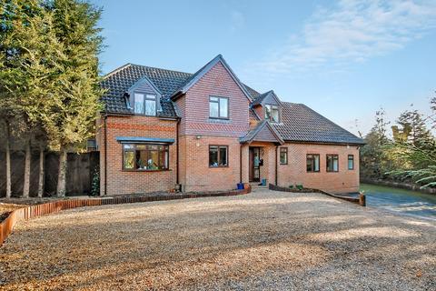 6 bedroom detached house to rent - Bentley, Farnham, GU10