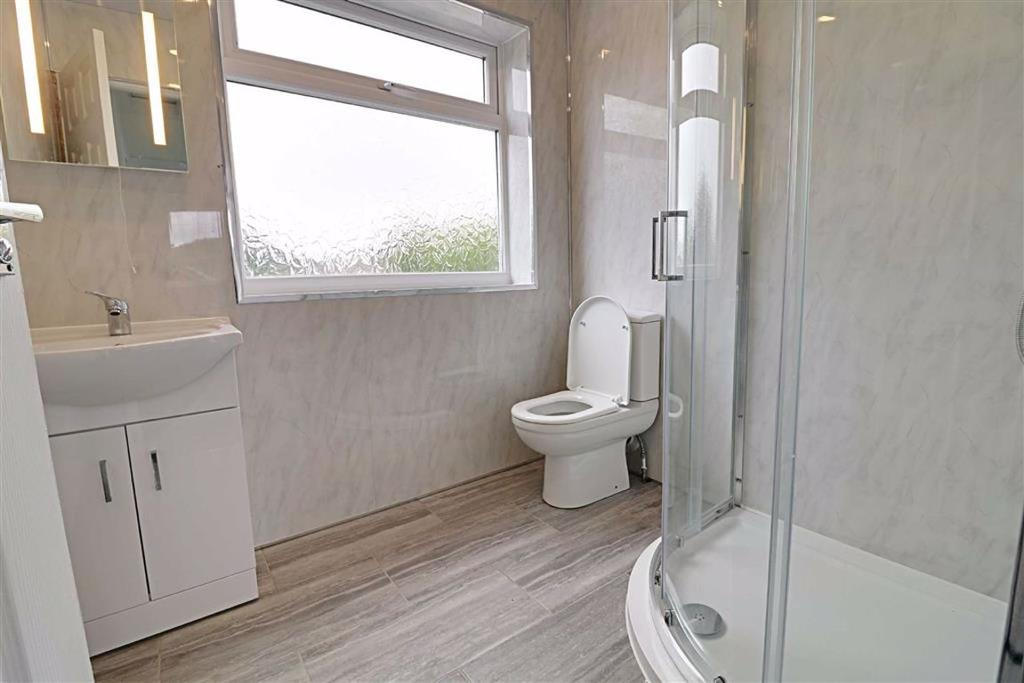 Rear shower room/wc