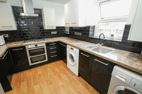 4 bedroom apartment to rent - ALL BILLS INCLUDED - Kelso Heights, Hyde Park