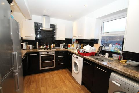 4 bedroom apartment to rent - All Bills Included. Kelso Heights, Belle Vue Road, Leeds