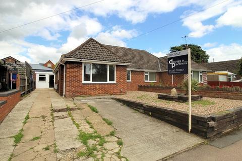 3 bedroom semi-detached bungalow for sale - Terrington Close, Brackley