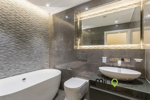 3 bedroom apartment for sale - Freshfield Drive, N14