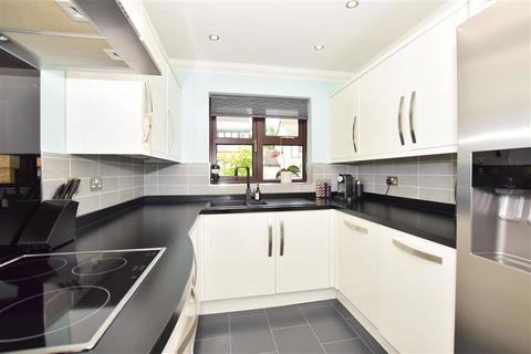 4 bedroom detached house for sale - Evergreen Close, Hempstead, Gillingham, Kent