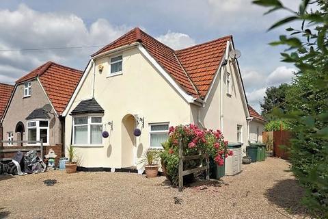 4 bedroom detached house for sale - Wrens Avenue, Ashford, Surrey, TW15 1AR
