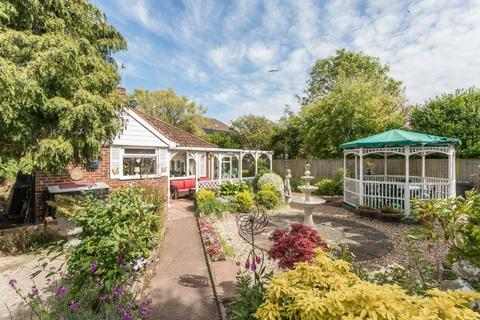 3 bedroom bungalow for sale - Court Farm Road, Rottingdean, East Sussex, BN2