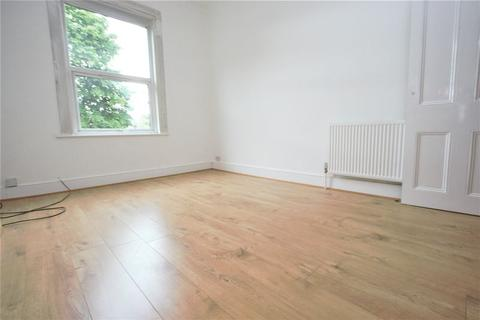 3 bedroom flat to rent - Trinity Road, Bounds Green N22