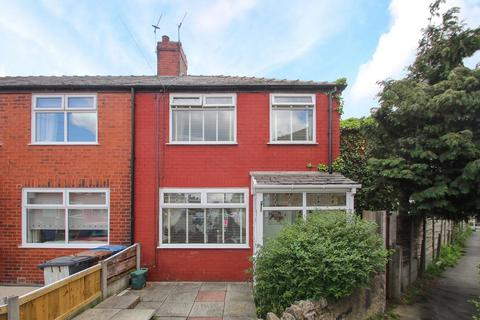 4 bedroom end of terrace house for sale - Lulworth Road, Eccles, Manchester, M30