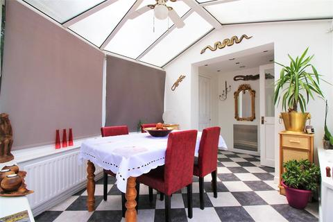 4 bedroom semi-detached house for sale - Barnehurst Avenue, Erith
