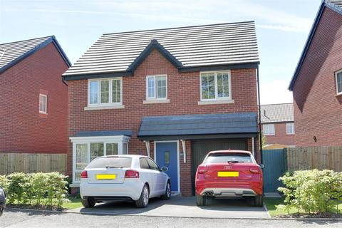 4 bedroom house for sale - Hall Drive, Alsager, Stoke-On-Trent