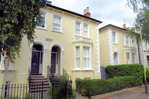 5 bedroom house to rent - Kings Road GL52 6BG