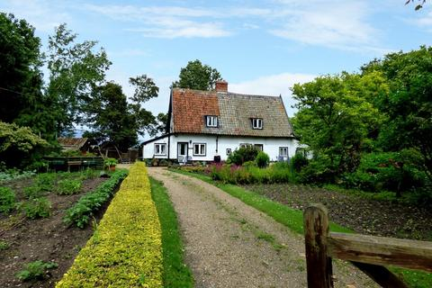 4 bedroom cottage for sale - The Street, Fundenhall