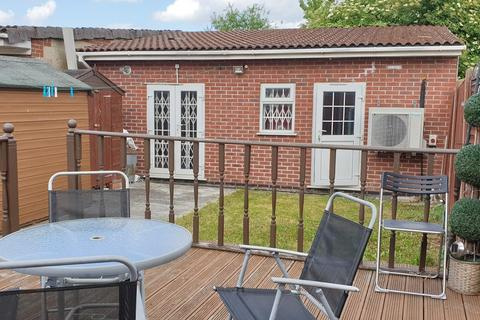 3 bedroom semi-detached house for sale - Hayes