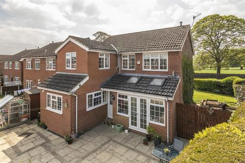 4 bedroom detached house for sale - Throstle Nest Close, Otley, LS21