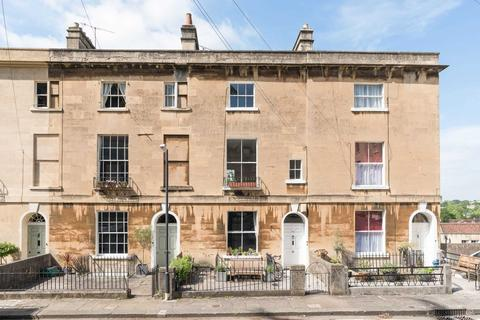 2 bedroom maisonette to rent - Southcot Place